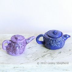 Make tiny teapots from poly clay. You can even put liquids in them! Tutorial to make miniature teapots
