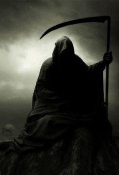 He awaits in The Darkness Grim Reaper Art, Grim Reaper Tattoo, Don't Fear The Reaper, Arte Horror, Horror Art, Dark Fantasy Art, Dark Art, Monster Pictures, Arte Obscura