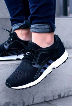The Adidas Tee is a Street Style Must Nike Running Shoes Women, Adidas Shoes Women, Nike Outlet, Men's Fashion, Fashion Shoes, High Fashion, Mode Shoes, Men's Shoes, Casual Styles
