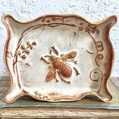 Beehive Dishes & Bee Hive vintage collection We are always looking for vintage bee hive dishes and kitchen ware. Here some we love at the Beehive Shoppe. New Beehive, Azulejos Art Nouveau, I Love Bees, Vintage Bee, Bee Art, Bees Knees, Queen Bees, Bee Keeping, Handmade Pottery
