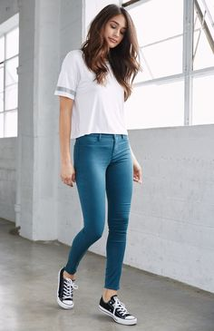 Here is Jeggings Outfit Ideas Pictures for you. Jeggings Outfit Ideas 6 ways to style jeggings with tops the good look book. Casual College Outfits, Cute Casual Outfits, Simple Outfits, Stylish Outfits, Casual Jeans, Girls Fashion Clothes, Teen Fashion Outfits, Look Fashion, Trendy Fashion