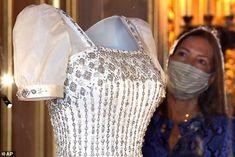 Princess Beatrice Wedding, Princess Eugenie And Beatrice, Princess Diana, Royal Wedding Gowns, Royal Weddings, Wedding Dresses, Wedding Dress Display, Norman Hartnell, Eugenie Of York