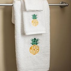 White Cotton Monogrammed Towel Set - Pineapple Monogram - BeauJax Boutique. Perfect housewarming gift for newly weds or first home! Monogramming and frame are included on this item at no additional charge! www.beaujax.com