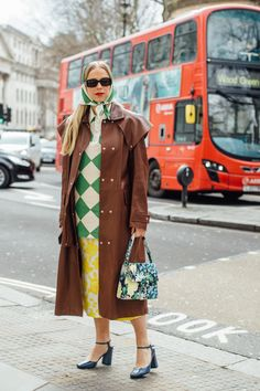 London Street Style Influencer Looks Fall The Best Street Style Photos from London Fashion Week Women's, Models, editors, influencer photos Milan Fashion Week Street Style, Look Street Style, Autumn Street Style, Cool Street Fashion, London Fashion, New York Fashion, Retro Fashion, Women's Fashion, Street Chic