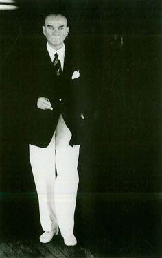 Nuri Ulusu anlatıyor: 1938 yılının Haziranın 1. günü Atatürk çok keyifsizdi, hatta o gün yatağından sabah hiç kalkmamıştı. Dolmabahçe Sarayı'ndaki