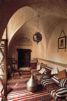Moroccan style living room. Tribal chic!