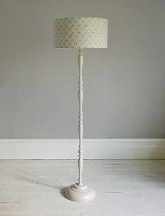 Spindle floor lamp