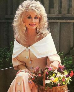Picture of Dolly Parton Dolly Parton Quotes, Glamour Shots, Country Music, Country Singers, Female Stars, Hello Dolly, Southern Belle, Celebs, Celebrities
