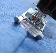 Heute zeige ich euch in einem kleinen Tutorial, wie ich Covernähte mit der Nähmaschine und Overlock nähe.