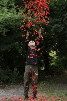Andy Goldsworthy on 5 Lessons for CreativesYou can find Andy goldsworthy and more on our website.Andy Goldsworthy on 5 Lessons for Creatives Land Art, Andy Goldsworthy Art, Ephemeral Art, Nature Artists, Artistic Installation, English Artists, Environmental Art, Science Art, Garden Art