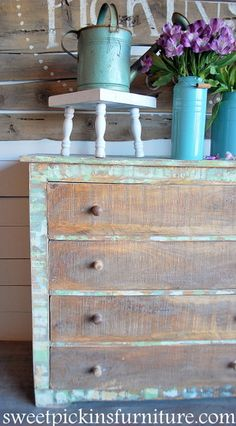 4 parts paste/1 part paint–mix until paste is same color as paint lump free-trowel on-plastic putty knife-randomly smear on dresser-http://www.sweetpickinsfurniture.com