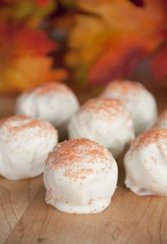 Pumpkin Spice Oreo Truffles | Wishes and Dishes Gotta try these now! #glutenfree