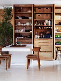 Cozinha e estante de arrumação