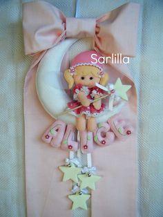 Fiocco nascita per Alice.. Felt Name Banner, Name Banners, Felt Crafts, Fabric Crafts, Diy Crafts, Felt Dolls, Baby Dolls, Mobiles, Felt Wreath