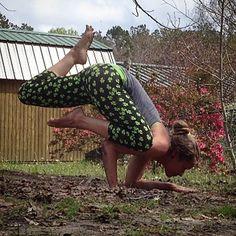 Day 13 #VishamaEkaPadaBakasana1 #CrazySexyYoga @thegivingmom @gordonogden @getfityogagirl @yoga_ky @yogashalameag @kateswarm @bohemian_heart @alissayoga @aloyoga @jeannevergerjewelry @yogisurprise by persnickety_yogaimos