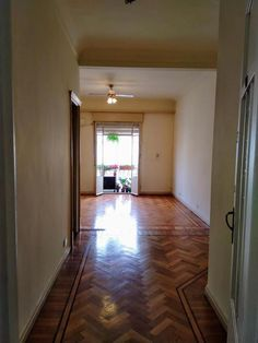 Pueyrredon Al 1800 - Recoleta // Alquiler: 2 Amplios Ambientes, Capital Federal - ZonaProp Living Comedor, Stairs, Home Decor, Federal, Environment, Tall Ceilings, Single Wide, Buildings, Stairway