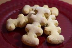 Toto sú klasické vianočné záhorácke zázvorníky. Na vykrajovanie sa používa špeciálna formička, ktorú kedysi zruční chlapi dokázali sami zhotoviť. Zázvorníky sú obľúbené pre ich štipľavú chuť. Piekli sa pred sviatkami pár dní dopredu a dávali do igelitového sáčku s kúskom chleba, aby zmäkli.