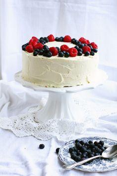 BAYADERKA- food recipes and photos. Blog kulinarny. pomysły na ciasta, desery i inne.: Tort urodzinowy z Bailey's, ciasteczkami i owocami
