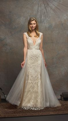 Luxe Wedding Gowns from Enaura Bridal #weddinggowns #bride #weddingdresses  https://ruffledblog.com/luxurious-gowns-enaura-bridal/