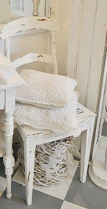 ao with ♥ / white crochet shabby style Vintage Shabby Chic, Shabby Chic Decor, Distressed Chair, Jeanne D'arc Living, White Rooms, Cottage Chic, White Cottage, White Houses, White Decor