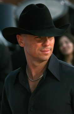 Kenny Chesney - 33rd Annual People's Choice Awards - Arrivals