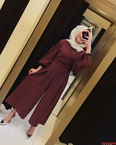 Tulum renk mrdm bu tuluma baylacaksnz fiyat 120 tl kuma krep beden arasndadr boy 130 cm image may contain 1 person standing and indoor Hijab Fashion Summer, Modest Fashion Hijab, Muslim Fashion, Fashion Outfits, Islamic Fashion, Boy Fashion, Style Fashion, Womens Fashion, Hijab Outfit