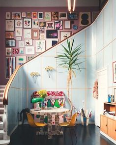 An eclectic interior - annika - - Een eclectisch interieur Do you like multiple interior styles? Then go for an eclectic interior. Read more about it here and view the most beautiful inspiration examples! Estilo Interior, Interior Styling, Interior Decorating, Decorating Ideas, Home Design, Design Ideas, Design Trends, Design Projects, Diy Projects
