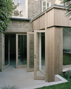 Image 5 of 15 from gallery of Leaning Yucca House / DF_DC. Photograph by Rory Gardiner House Cladding, Timber Cladding, Exterior Cladding, Composite Cladding, Black Cladding, Timber Architecture, Residential Architecture, Contemporary Architecture, Timber Door