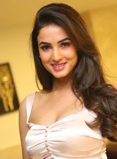 """Sonal Chauhan"" Biograpy and Photoshoot!"