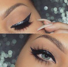 Black Glitter Eyeliner