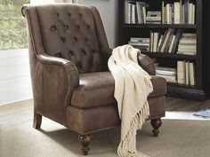 The Gordon Accent Chair by Bassett Furniture features a button tufted rolled back, uniquely curved arms and distinguished turned legs. Parks Furniture, House Furniture Design, Chair Design, Simple Living Room, Home Living Room, Couches, Living Room Chairs, Living Room Furniture, Couch With Ottoman