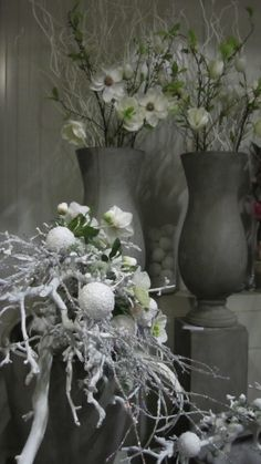Specialist in decoraties op maat Christmas Is Coming, Christmas Time, Holiday, Table Centers, Gift Exchange, White Decor, Flower Arrangements, Glass Vase, Christmas Decorations