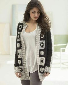 Crochet Cardigan Make this trendy granny square statement cardigan with Lion Brand Heartland! Free crochet pattern calls for 11 - 15 balls of yarn (pictured in black canyon, mount rainier, and katmail) and a size crochet hook. Granny Square Sweater, Granny Square Häkelanleitung, Granny Square Crochet Pattern, Crochet Granny, Granny Squares, Gilet Crochet, Crochet Jacket, Crochet Poncho, Crochet Lion