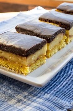 Boston Cream Bars - What the Forks for Dinner? Delicious Desserts, Dessert Recipes, Yummy Food, Bar Recipes, Dessert Ideas, Recipies, Boston Cream Pie, Gateaux Cake, Semi Sweet Chocolate Chips