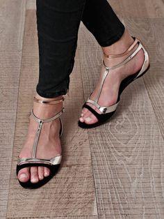Tendance Chaussures  MATCHESFASHION.COM  Tendance & idée Chaussures Femme 2016/2017 Description Heels and other womens shoes: http://ift.tt/2b9Hq7A