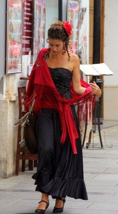 Derrochando arte... / An andalusian woman in flamenco dress, by @donblandford