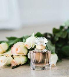 Já conhecem a novidade da Guerlain? O perfume Mon Guerlain representa o lado feminino da mulher  Já disponível na Balvera Perfumarias!