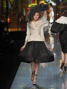 Desfile de Christian Dior. París. Fotos, crónicas, diseñadores y modelos de todos los desfiles de la pasarela de Alta Costura Primavera-Verano 2009. Alta Costura - Primavera-Verano.