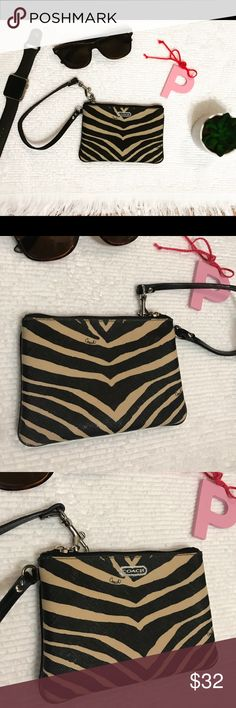 🌻 stylish Coach wristlet. Perfect condition. 🌻 stylish Coach wristlet. No stains. Good condition. Ready to be used with your new outfit 💁🏻💕 Coach Bags Clutches & Wristlets