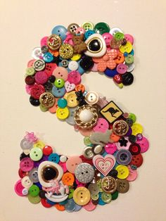 Button on canvas. DIY project