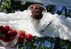 Double Chocolate Brownie Semifreddo. Semifreddoer en blanding av iskrem ogmoussésom smelter i munnen...