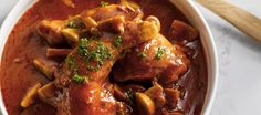 Eenvoud is de trend in de Italiaanse keuken en die eenvoud is zo lekker Dit werd gemaakt in een buitenlands kookprogramma op TV. Waanzinnig lekker stoofpotje...