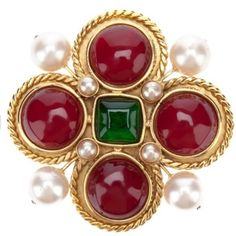 Jewelry care: how to clean your expensive jewelry Chanel Brooch, Chanel Necklace, Chanel Jewelry, Jewelery, Antique Jewelry, Vintage Jewelry, Vintage Rings, Month Gemstones, Expensive Jewelry