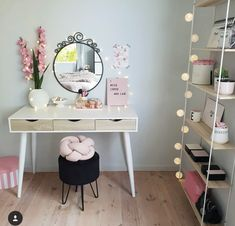 Each girl's bedroom is equipped with a dressing table, which is a good piece of furniture that girls use to dress up. Dressing Table Hacks, Built In Dressing Table, Dressing Table Organisation, Dressing Room, Dream Rooms, Dream Bedroom, Girls Bedroom, Bedroom Decor, Bedrooms