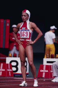 The Fastest Woman in the World Was the Most Fashionable, Too: Flo-Jo's Olympics Style Flo Jo, Olympic Track And Field, Olympic Athletes, Sport Icon, Women In History, Black History, Beautiful Black Women, Stunning Women, Amazing Women