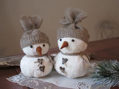This cute handmade Christmas Snowmen. They will look great on the shelf, or as your table decoration. Size - 8 and 7.