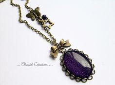 Collier couleur bronze médaillon violet pailleté de Cloméli Créations sur DaWanda.com