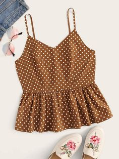 The cami over shirt developments works effectively in a lot of different differences. Casual Skirt Outfits, Crop Top Outfits, Summer Outfits, Teen Fashion Outfits, Mode Outfits, Girl Fashion, Cami Tops, Indian Blouse Designs, Mode Style