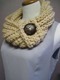 Chunky scarf with large button