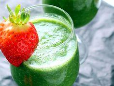 #Vegan Detox Green Monster Smoothie with kale, strawberry, cucumber, & #banana